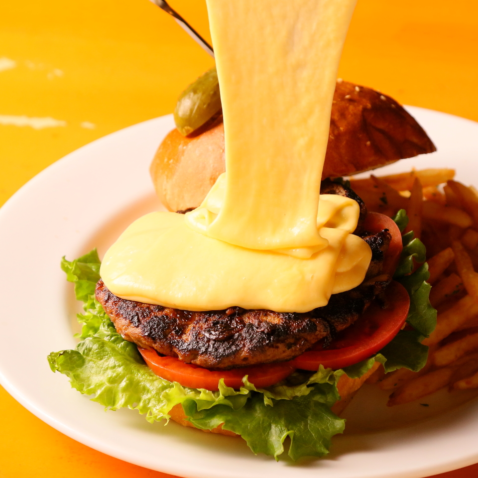クラッシックバーガーに3種のとろ~りチーズのトッピング